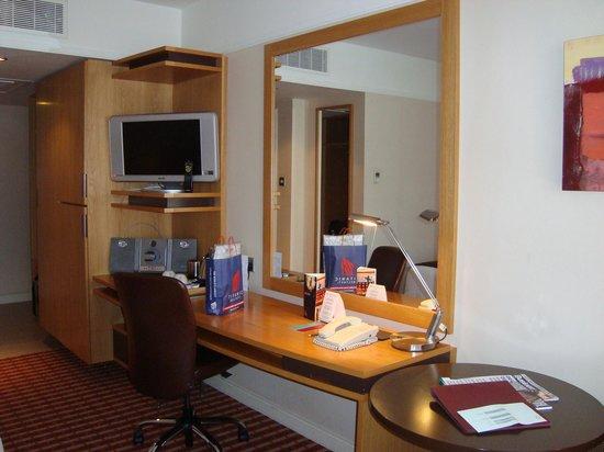 The Croke Park: Room - desk area