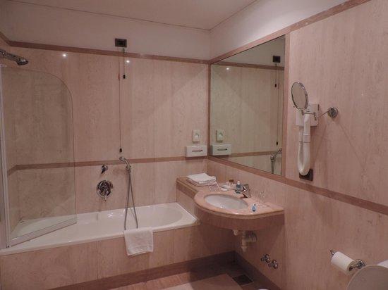 Kette Hotel: Banheiro clássico italiano, espaçoso