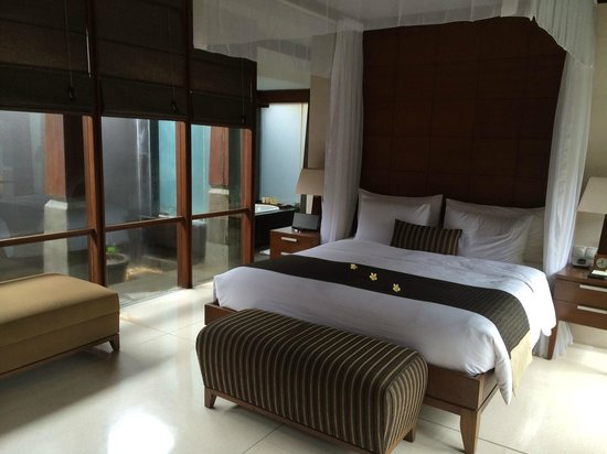 The Kayana Bali: Sleeping area within villa