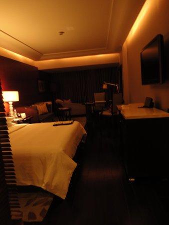 The Leela Ambience Gurugram Hotel & Residences : Room