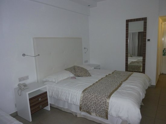 Asterias Beach Hotel : zimmer