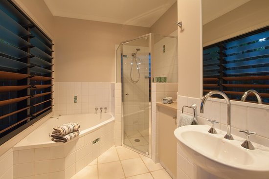 Cavvanbah Beach House: premium spa suite