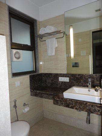 Stately Suites MG Road: Bathroom