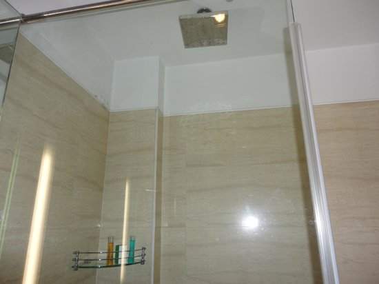 Stately Suites MG Road : Bathroom2