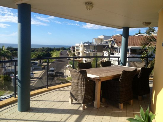 The Cove Beachfront Apartments: Balcony from 3 bedroom apartment