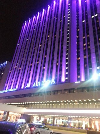 Alfa Hotel: Alpha Hotel at night