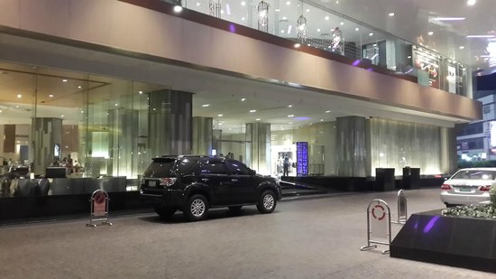 Pathumwan Princess Hotel : Hotel entrance