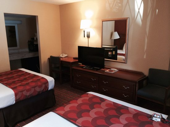 "Super 8 Downtown Gatlinburg at the Convention Center: 2 double bed with new 39"" led tv"