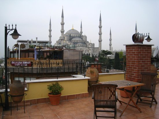 Uyan Hotel: View of Blue Mosque from rooftop terrace