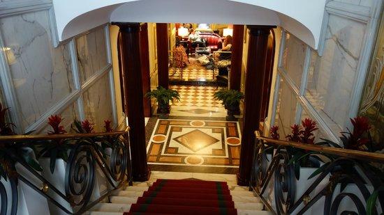 The Britannia Hotel : lobby entrance
