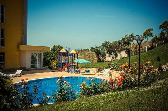 Grand Resort Apartments-Garden: playground and pool