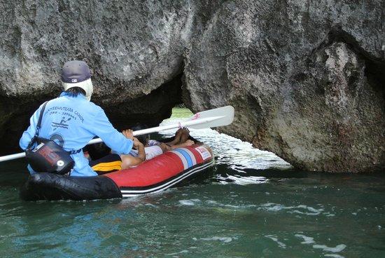 Simba Sea Trips: Tight squeeze!