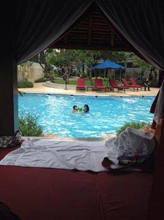 The Ritz-Carlton Jakarta, Mega Kuningan: Pool
