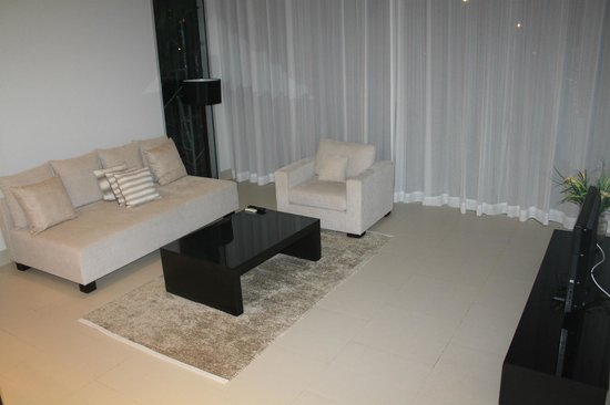 Baan Yamu Residences : Гостиная
