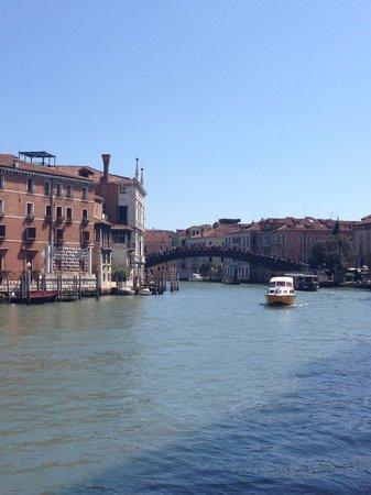 Hotel Palazzo Stern: View towards bridge
