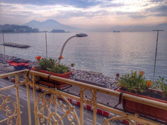 لا ديمورا دي باروني: The magic bay of Napoli