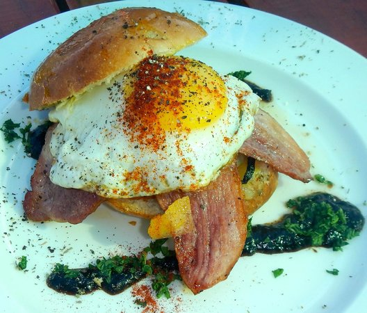 Tolbos Bistro : Breakfast sandwich