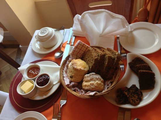 Garnish House : Tea time. Generous!