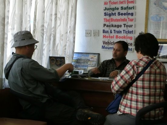 Kathmandu Madhuban Guest House: 親切に対応するラクスマンさん