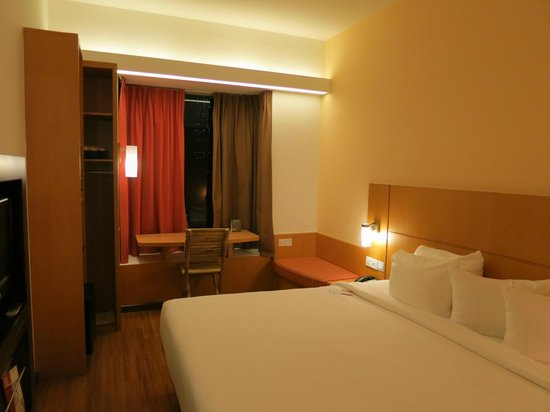 Ibis Singapore on Bencoolen: Modern room with all essential amenities