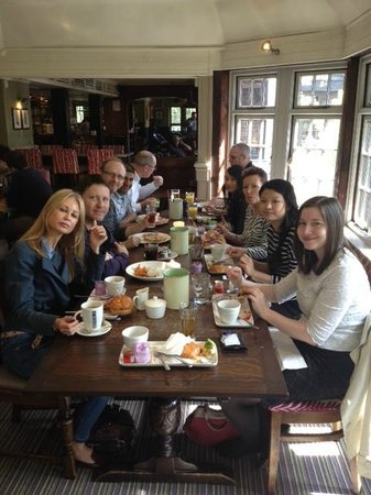 Chineham Arms: Staff lunch out. 8 out of 10.