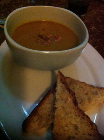 Brujita Bar and Restaurant : Pumpkin soup with flavour-ful garlic toasts
