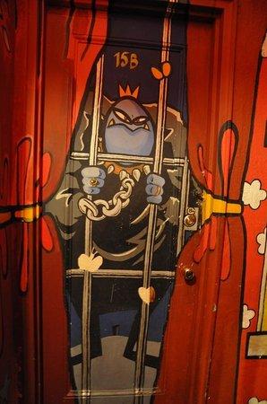 Carlton Arms: Porta stanza