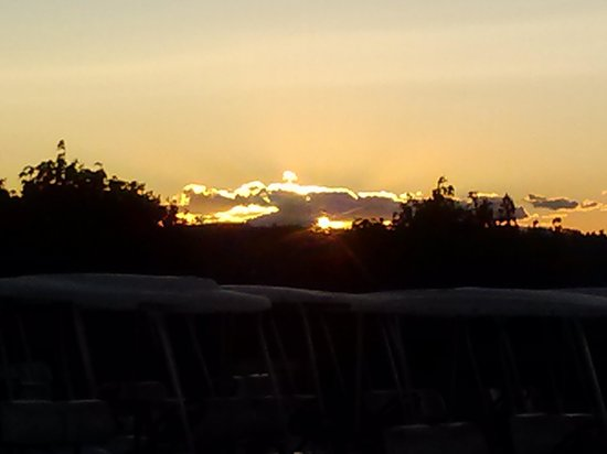 Poland Spring Resort: sunset over the golf course