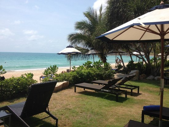 Vana Belle, A Luxury Collection Resort, Koh Samui : Beach 2 + pool side