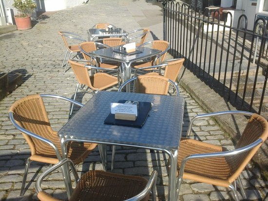The Bell Cliff Restaurant and Tea Rooms: Come and enjoy our new outside seating area