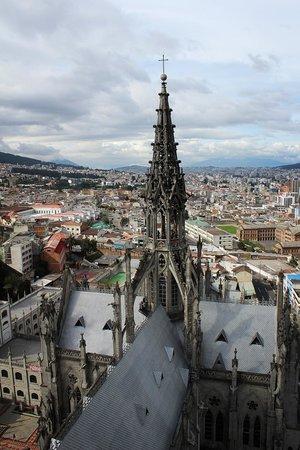 Basílica: una guglia