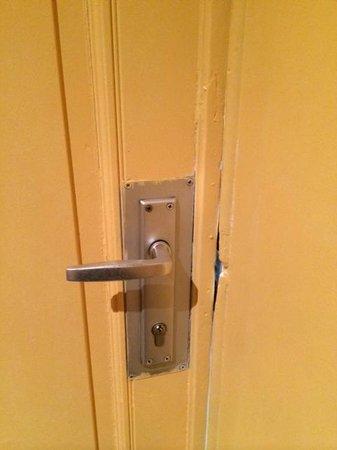 Hotel Derby: Door