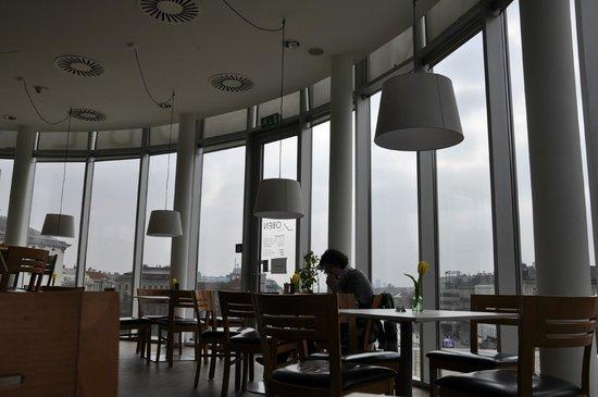 U küchen mit bar  from my table - Bild von Oben | Küche und Bar, Wien - TripAdvisor