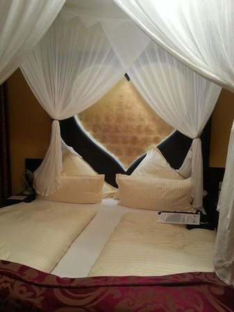 Riverside Hotel : The Room