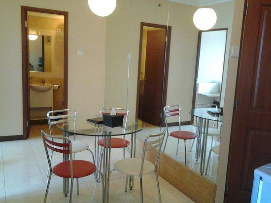 Grand Setiabudi Hotel : dinning table