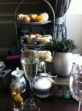The Roxburghe: Scrumptious afternoon tea!