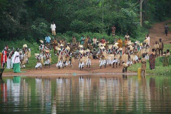 Burundi: Spectacle de la parade guerrière: Danse traditionnelle que j'ai organisé à l'occasion d'une visi