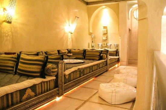 AnaYela: 1st Floor Lounge