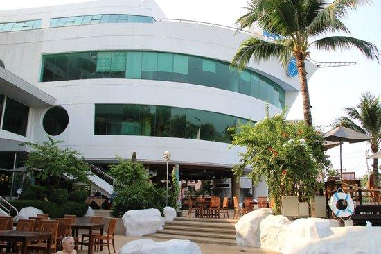 A-One The Royal Cruise Hotel : отель