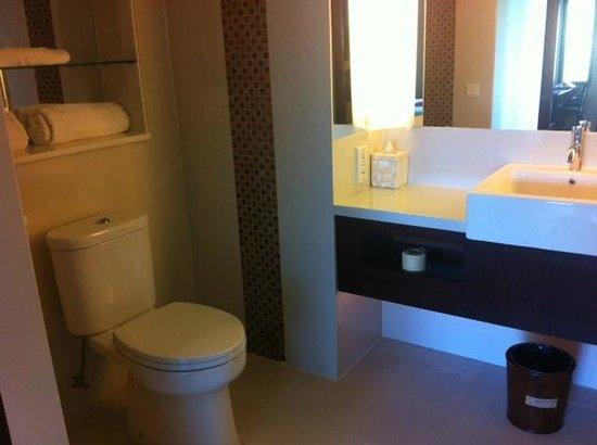 Novotel Lombok Resort and Villas: clean bathroom
