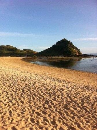 Novotel Lombok Resort and Villas: private beach