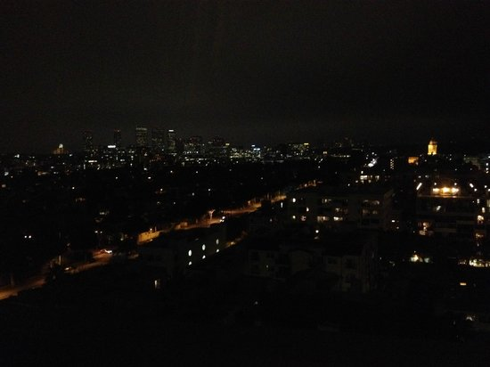 Four Seasons Hotel Los Angeles at Beverly Hills : Los Angeles by night