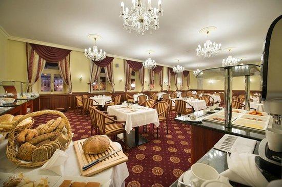 Grand Hotel Zvon: Breakfast