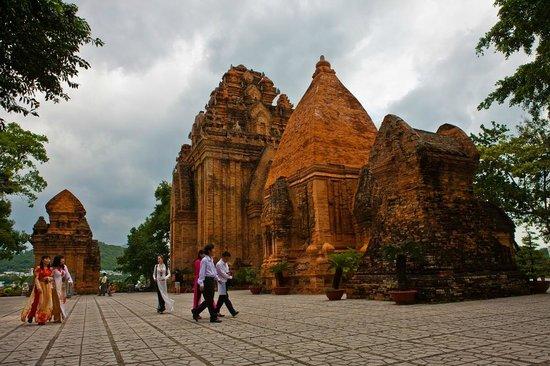 Po Nagar Cham Towers: Храм