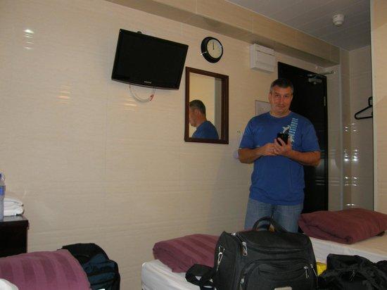 Day and Night Hotel : Номер не большой, всё в рабочем состоянии, довольно большой так как расчитан на 3-х человек