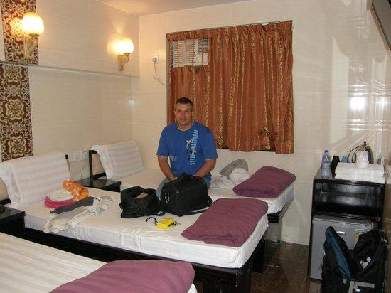 Day and Night Hotel : Номер с кондиционером и вентлятором