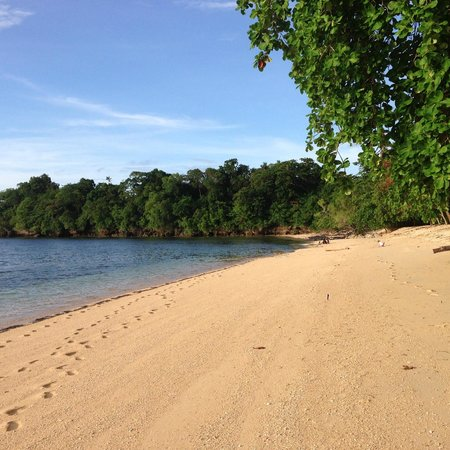 Siladen Resort & Spa : Beach at Resort