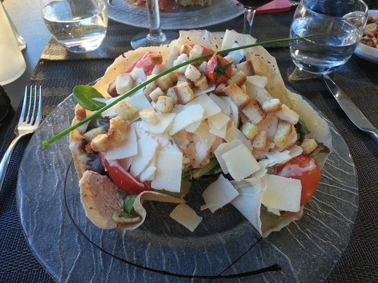 La Caborne: Caesar salad with a cool crispy bread bowl