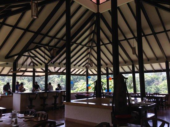 Flameback Lodges: Dining