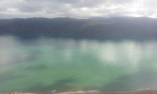 Manukau Heads Lighthouse: blue and green